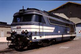 Photo Diapo Diapositive Slide Train Wagon Locomotive Diesel SNCF BB 67226 à Montargis Le 18/07/96 VOIR ZOOM - Diapositive