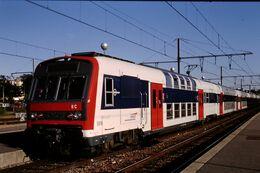 Photo Diapo Diapositive Slide Train Wagon Rame Banlieue SNCF Z2N 5616 à Montargis Le 18/07/96 VOIR ZOOM - Diapositive