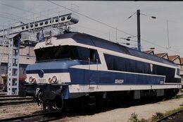 Photo Diapo Diapositive Slide Train Wagon Locomotive Diesel SNCF CC 72077 à La Villette Le 19/07/96 VOIR ZOOM - Diapositive