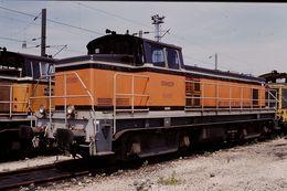 Photo Diapo Diapositive Slide Train Wagon Locomotive Diesel SNCF BB 63801 à La Villette Le 19/07/96 VOIR ZOOM - Diapositive