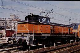 Photo Diapo Diapositive Slide Train Wagon Locomotive Diesel SNCF BB 63807 à La Villette Le 19/07/96 VOIR ZOOM - Diapositive