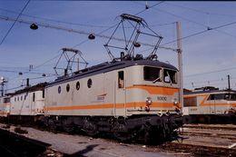 Photo Diapo Diapositive Slide Train Wagon Locomotive Electrique SNCF BB 80010 à Vitry Le 23/10/96 VOIR ZOOM - Diapositive