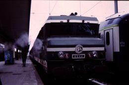 Photo Diapo Diapositive Slide Train Wagon Locomotive Electrique SNCF BB 8564 Le 02/01/97 VOIR ZOOM - Diapositive