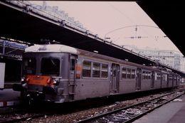 Photo Diapo Diapositive Slide Train Wagon Rame Banlieue SNCF Z 6008 à Paris EST Le 02/01/97 VOIR ZOOM - Diapositive