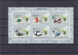 Minéraux - Mozambique - Yvert 2450 / 4 ** - Diament - Fluorite - Quartz - Staurolite - 12 Euros - Minerals
