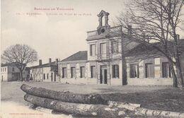 BERG- BLAGNAC EN HAUTE GARONNE L'HOTEL DE VILLE ET LA PLACE LES ARBRES SCIES   CPA CIRCULEE - France