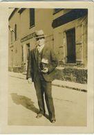 Chevry-Cossigny Homme Devant La Boulangerie - Guerre, Militaire