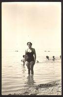 Pretty Bikini Woman Girl On Beach Old Photo 9x14 Cm #30919 - Personnes Anonymes