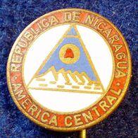 NICARAGUA ANDE , VINTAGE ENAMELED PIN - Alpinismo, Escalada