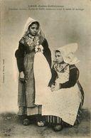 Legé * Costumes Anciens * Barbes De Coiffe Tombantes Avant La Messe De Mariage * Femme - Legé