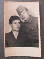 SOLDIER AND A FRIEND, SOLDAT ET UN AMI, ORIGINAL PHOTO - Personnes Anonymes