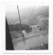 PHOTO - Dans Le Téléphérique De GRENOBLE  - Ft 6 X 6 Cm - Lieux