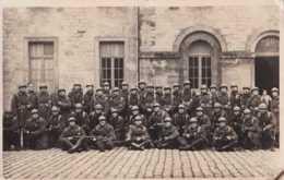 Armée Belge - Carte Photo - Quarante-et-un Soldats Casqués - Unité à Déterminer - Pas Circulé - BE - Regimente