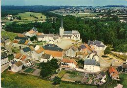 BIESME-lez-METTET Vue Aérienne De La Place Communale Et De L'église (classée Style Roman). BIESMES. - Mettet