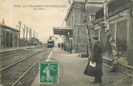 LE CHAMBON FEUGEROLLES La Gare Arrivée Du Train Vapeur - Le Chambon Feugerolles