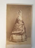 Cdv Ancienne Années 1800 Portrait D Une Femme. - Oud (voor 1900)