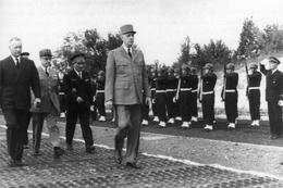 Militaria  -   Le Général De Gaulle En Visite à Taverny - Non Classificati