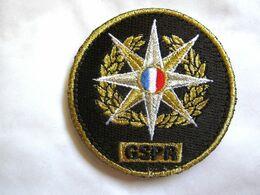 ECUSSON DE POITRINE POLICE NATIONALE LE GSPR GROUPE SECURITE PRESIDENCE REPUBLIQUE SUR VELCRO ETAT EXCELLENT - Insegne