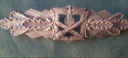 Très Rare Insigne Argent Combats Rapprochés WW2 Avec Gravure D'un Nom Sur Manche Grenade - 1939-45