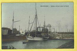 * Zeebrugge (Kust - Littoral) * Bateau Entrant Dans Le Canal, Boat, Boot, Couleur, Canal, Quai, Port, Haven, Unique - Zeebrugge