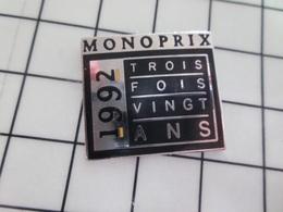 216b Pin's Pins / Beau Et Rare / THEME : MARQUES / MONOPRIX 1992 TROIS FOIS VINGT ANS - Merken