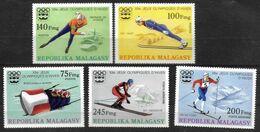 MADAGASCAR   N° 573/75 PA 160/61  * * ( Cote 11e )  Jo 1976 Bobsleigh Saut A Ski Patinage Ski De Fond - Inverno1976: Innsbruck