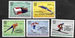 MADAGASCAR   N° 597/99 PA 172/73  * * ( Cote 9.50e ) SURCHARGE NOIRE  Jo 1976 Bobsleigh Saut A Ski Patinage Ski De Fond - Inverno1976: Innsbruck