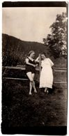 Photo Originale Charmantes Pin-Up Sexy Dans Leurs Maillots & Ensenble De Bain En Juillet 1923, Légende Dos - Pin-Ups