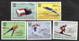 MADAGASCAR   N° 597/99 PA 172/73  * *  SURCHARGE OR  Jo 1976 Bobsleigh Saut A Ski Patinage Ski De Fond - Inverno1976: Innsbruck