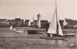 29 ROSCOFF Le Port ; Phare, Voiliers - Animée - Roscoff