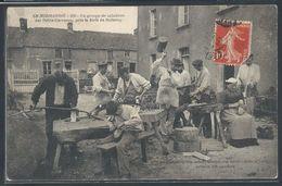 CPA 14 - Le Molay-Littry, Un Groupe De Sabotiers Des Petits-Carreaux Près La Forêt De Balleroy - Altri Comuni