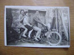 CARTE POSTALE PHOTO Postcard Motocyclette Homme Avec 2 Femmes MOTO - Motos