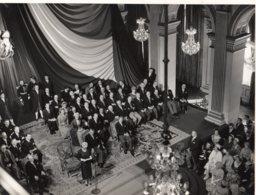Photo Paris, Réception Reine D'Angleterre Hotel De Ville Avec René Coty Et Le Prince Philip Du 9/4/1957 - Beroemde Personen