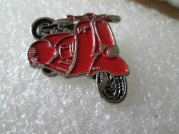 PIN'S   MOTO   SCOOTER  VESPA - Motorräder