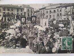 Carte Postale Du Dorat, 1911, Ostensions Du Dorat, Arrivée Des Chasses Sur La Place De La Fontaine. - Le Dorat
