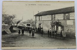 CPA 28 La Puisaye Carrefour De La Mariette Café Buchet Langlois Mercerié écurie Animé Personnages - Other Municipalities