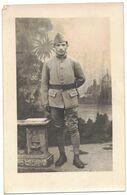 MILITARIA GUERRE 14/18 CARTE PHOTO SOUVENIR SOLDATS AVEC CALOT N° 163  MILITAIRE A LOCALISER A IDENTIFIER - Guerre 1914-18