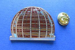 Pin's,EXPO 2002 SUISSE,KELLER FAHNEN AG,limitée Nr.049/2002,ARCHITEKTURE,PAVILLON - Pin's & Anstecknadeln