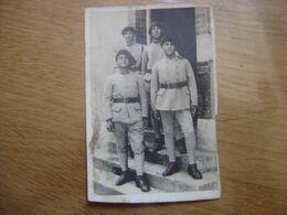 WWI CARTE POSTALE PHOTO Postcard MILITAIRES SOLDATS 3 Sur L'uniforme - Guerre 1914-18