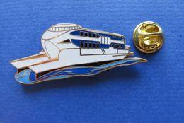 Pin's,EXPO 2002 SUISSE,KELLER FAHNEN AG,limitée Nr.049/2002,BATEAU - Pin's & Anstecknadeln