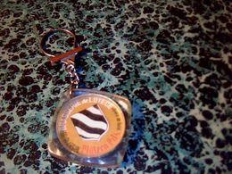 """Publicité Porte-clefs  Publicitaire Bière Brasserie De Lutèce """" Platzen Pils"""" - Key-rings"""