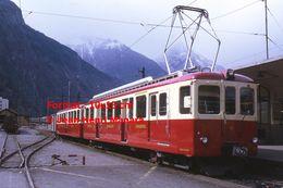 Reproduction D'unePhotographie D'un Train MC En Gare à Martigny En Suisse En 1972 - Riproduzioni