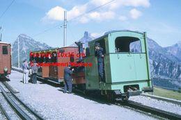Reproduction D'unePhotographie De Conducteurs Sur Une Locomotive à Crémaillère SPB Schynige Platte-Bahn En Suisse 1972 - Riproduzioni
