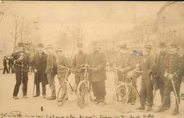 MILITARIA - Carte Postale Photo - Soldats à Vélo Et à Pieds En Ville - L 66060 - Guerre 1914-18