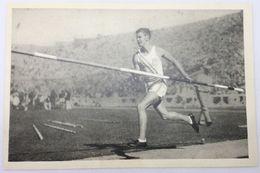 Foto Cromo Olimpiada De Los Ángeles. 1932. Nº 47. Atletismo. Salto Con Pértiga. Bill Miller. USA. Hecho En 1936 Berlín - Trading Cards