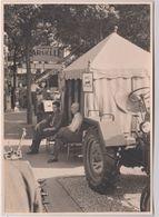 Photo Stand Des Etablissements Dollé De Vesoul (70) Dans Une Foire  Tracteurs  Pompes Laruelle - Métiers