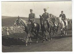CLB192 - FOTO MILITARE SOLDATI WAR COLONIALE DIVISA 1930 CIRCA A CAVALLO NON IDENTIFICATA CM 17,4 X 12,6 - War, Military