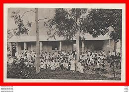 CPA  TAMATAVE (Madagascar)   L'école, Très Animé...H081 - Madagascar