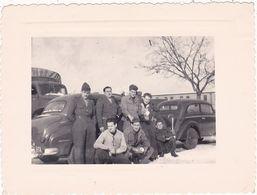 Photo Originale  : Automobile : Militaire - Militaria : Groupe De Soldats Avecvoiture Du Commandant : à Identifier AUDI - Auto's