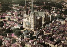 E 1407 - Chartres (28) La Cathedrale Vue D'avion - Chartres